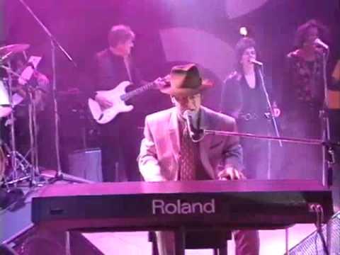 Элтон Джон записывался на трёх клавишных инструментах:«Yamaha»,«Bösendorfer» и синтезаторе«Roland».