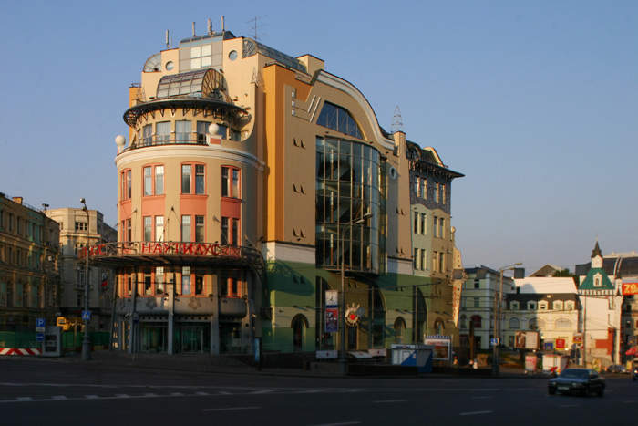 ТЦ «Наутилус» построен в 1998 году по проекту архитектора Алексея Воронцова