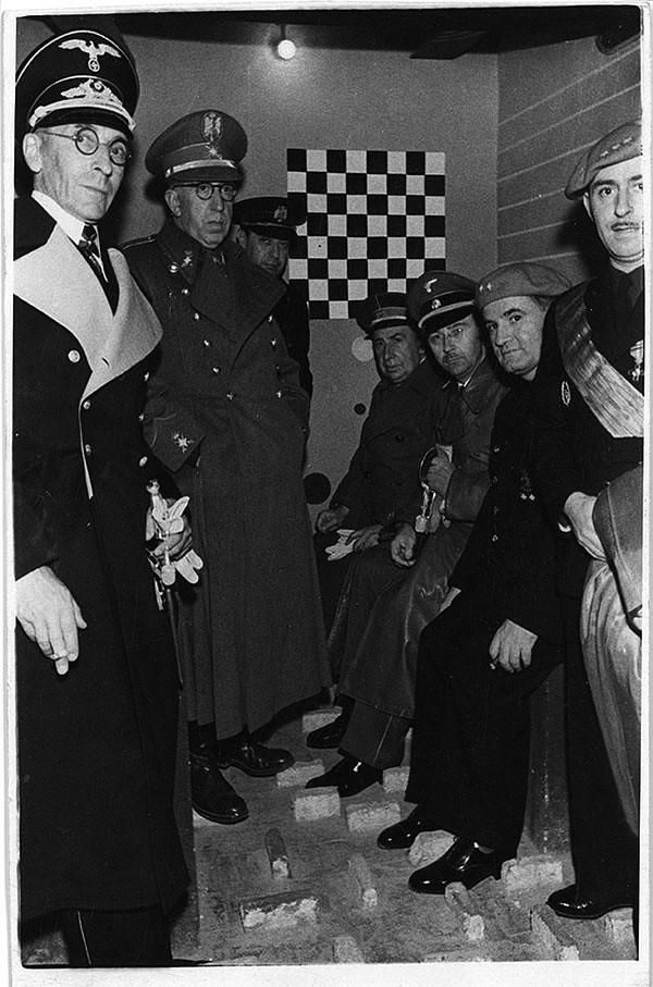 <i>23 октября 1940 года. Гиммлер посещает следственный изолятор на улице Вальмайор в Барселоне. Архив La Vanguardia. Фото