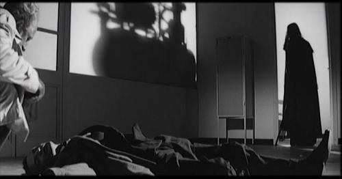Хрестоматийная тень убийцы в «Вампирах» (1957)