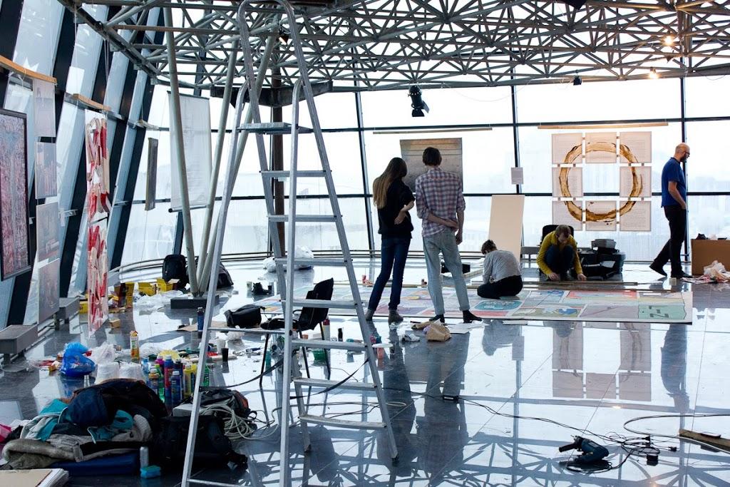 Монтаж выставки «EX:Герои», бизнес-центр «Кокон», 2013