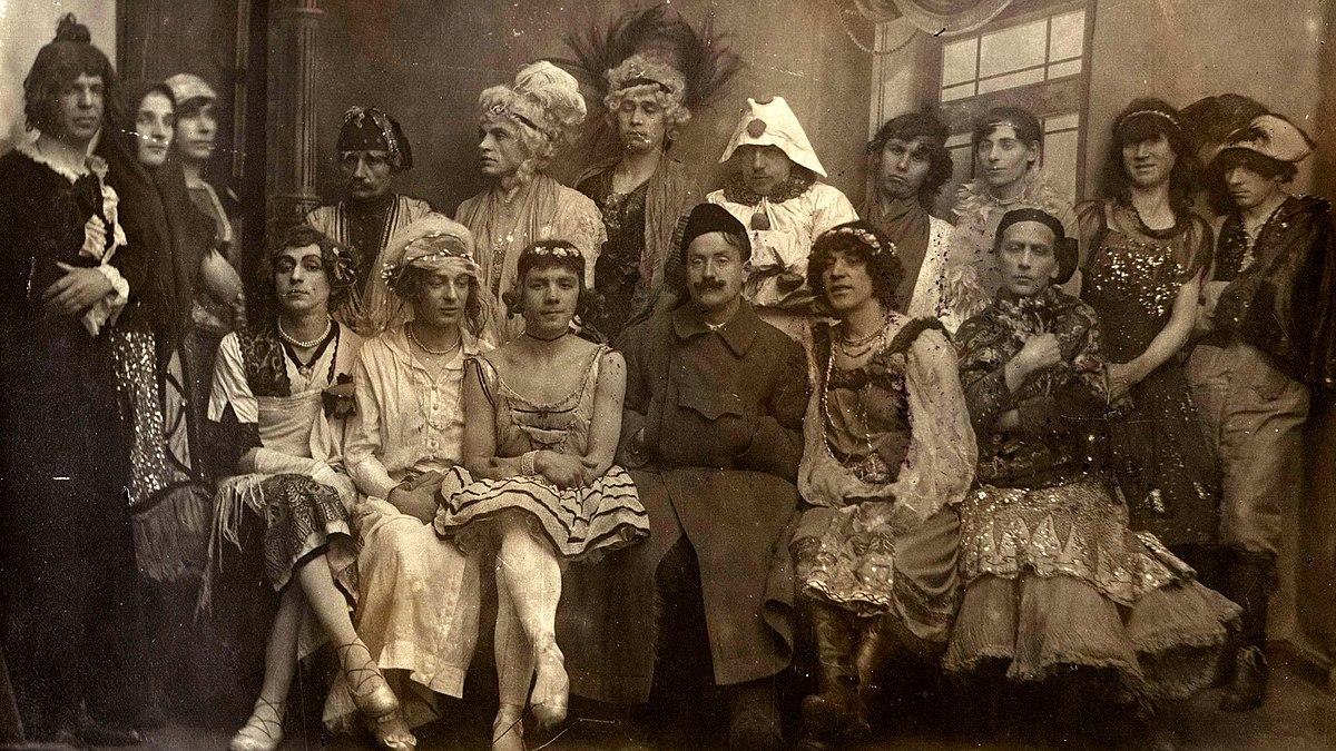 Участники бала-маскарада 15 января 1921 года в Петрограде (<a>wikimedia</a>)