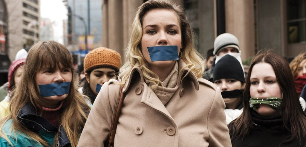 Кадр из фильма «Битва в Сиэтле». 2007. Германия, США, Канада. Реж. Стюарт Таунсенд.