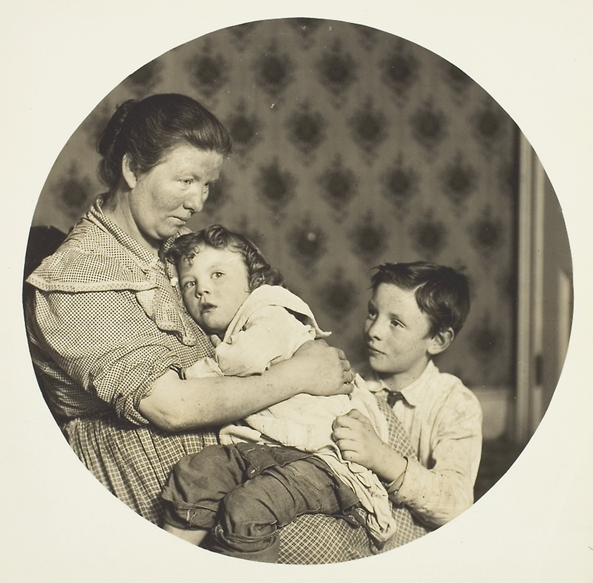 <a>Lewis Hine, A Madonna of the Tenements, 1904</a>