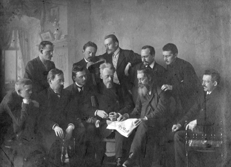 Н.А. Чарушин и сотрудники газеты«Вятская Речь». 1909 г. Кировская государственная универсальная областная научная библит
