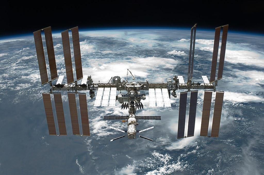 Общественное достояниеFile:STS-134 International Space Station after undocking.jpgСоздано: 30 мая 2011 г.