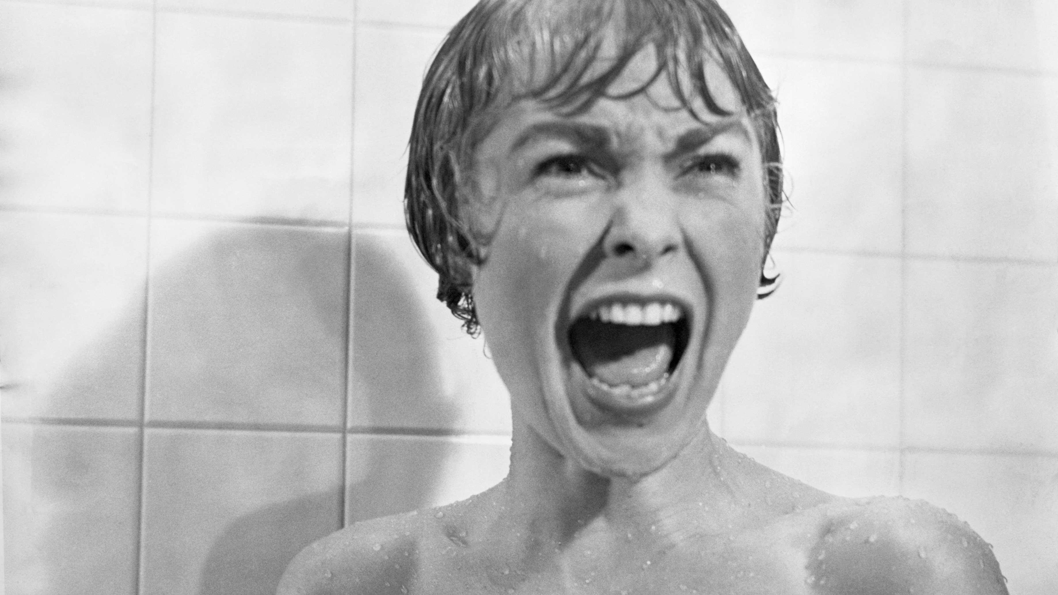 Мэрион в душе. Кадр из фильма «Психо»