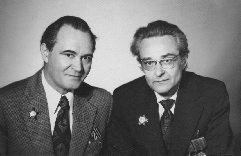 Побиск Кузнецов (слева)-советский учёный, специалист по системам целевого управления и планирования. Эвальд Ильенков (с