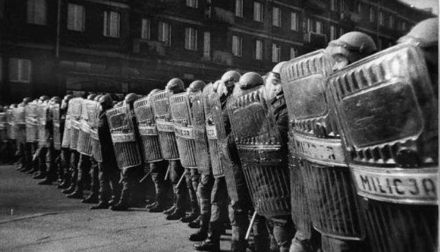 Колонна польской милиции во время подавления протестной акции. Год неизвестен.