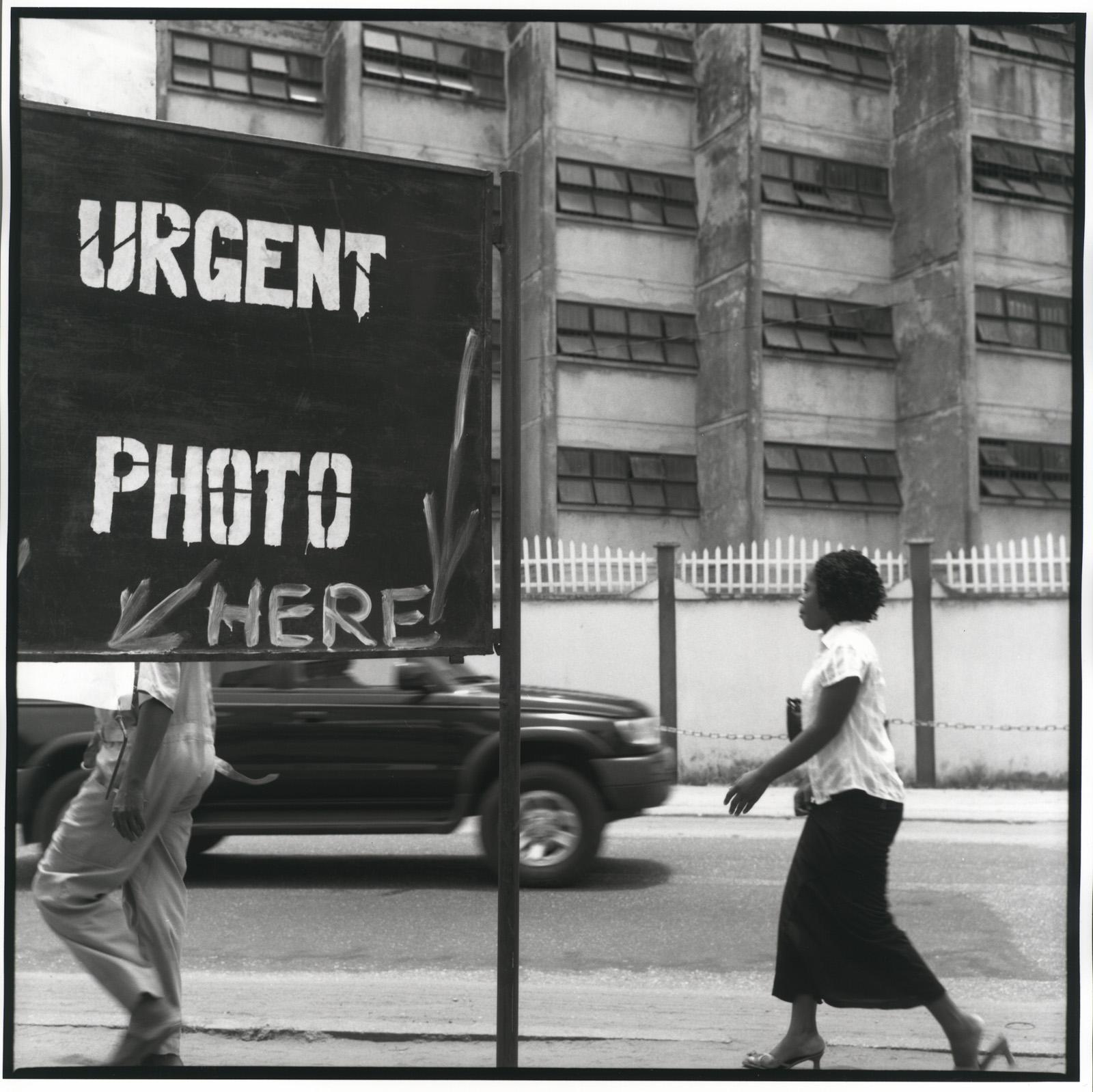 Akinbode Akinbiyi, Victoria Island, Lagos(?), 2006. Courtesy the artist.