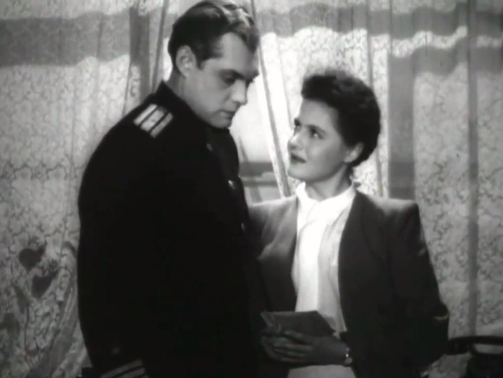 Павел Кадочников и Марина Калинкина. По сюжету – капитан дальнего плавания и учительница.