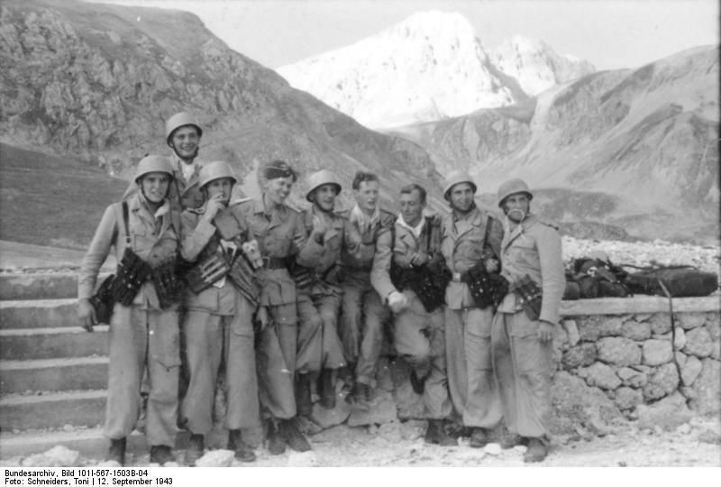 Группа спецназовцев СС- бойцов Скорцени