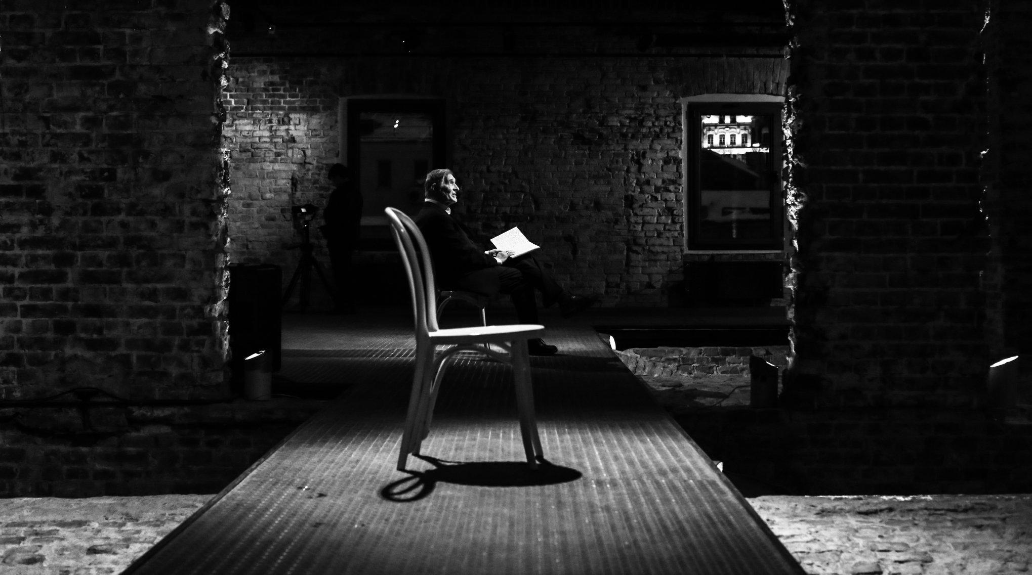Роль Мельникова-старика в спектакле исполняет народный артист РФ Игорь Ясулович. Фото: Шамиль Хасянзанов