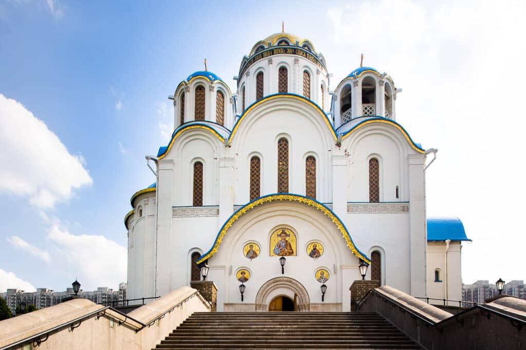 Храм Покрова Пресвятой Богородицы в Ясеневе, Москва © kam-company.ru
