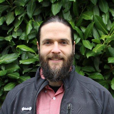 Симон Шпрингер — анархист, канадский географ, профессор социально-экономической географии в университете Нью-Кестл (Австр