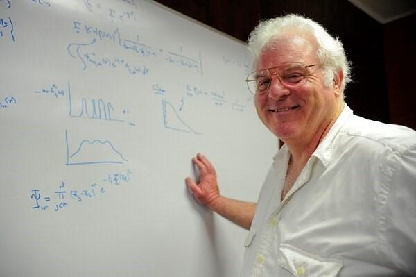 Роберт Лафлин, профессор физики в Стэнфордском университете, лауреат Нобелевской премии по физике в 1998 году