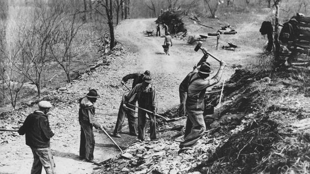 Строительство новой дороги в Теннеси в период Великой Депрессии, 1936 г.