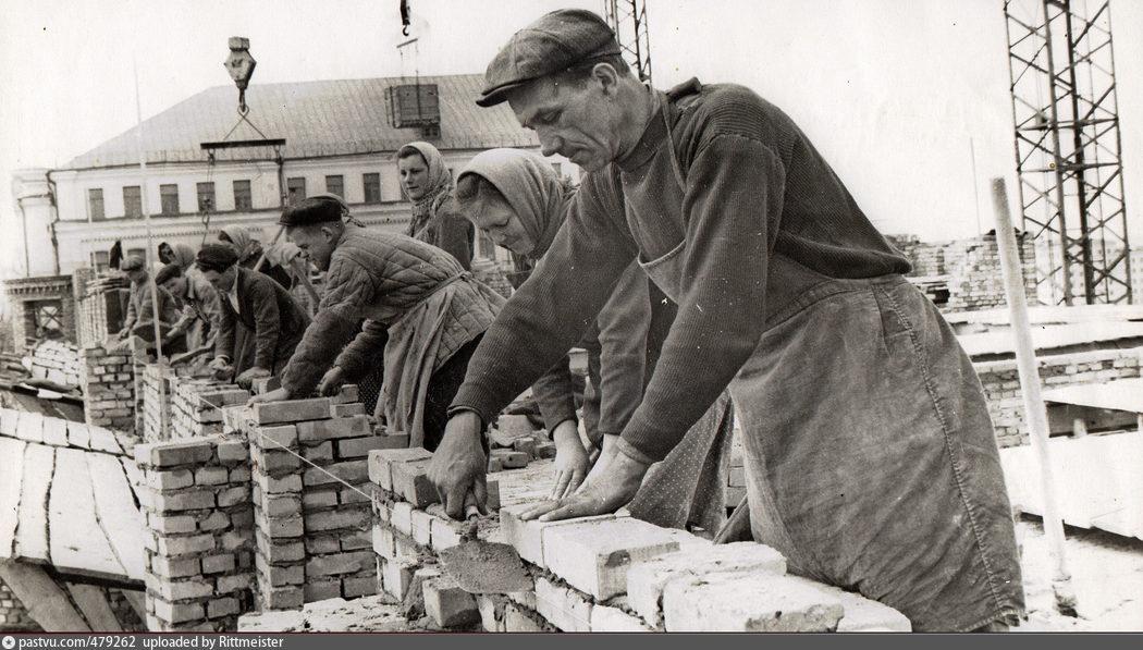 Строительство жилого дома на улице Пржевальского, Смоленск, 1955-1956.