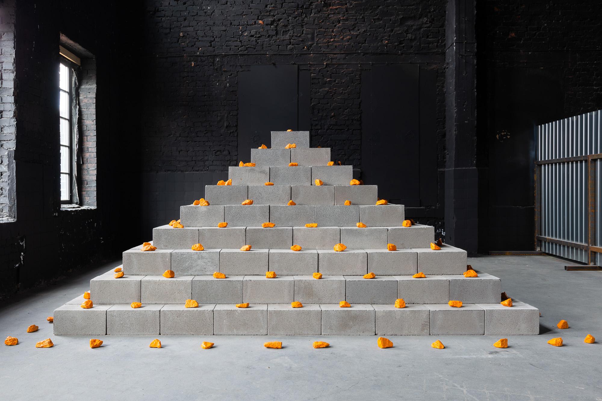 <b>Зиккурат: Упорядочение хаоса.</b> Эрик Железка. Выставка «Убежище». Музей стрит-арта. 2021. Фото: Егор Цветков