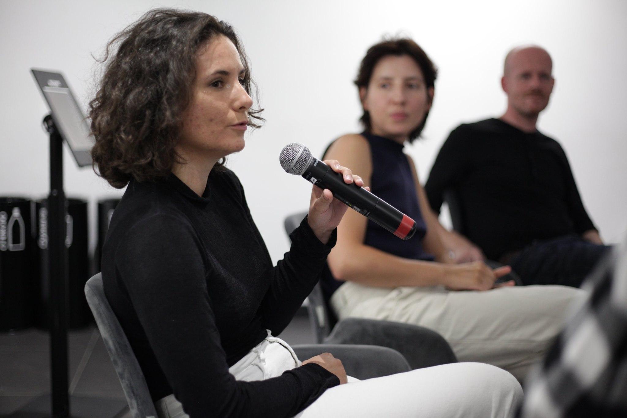 Анна Леонова, Ольга Корсун и Михаил Железников.Фотография Солмаз Гусейновой