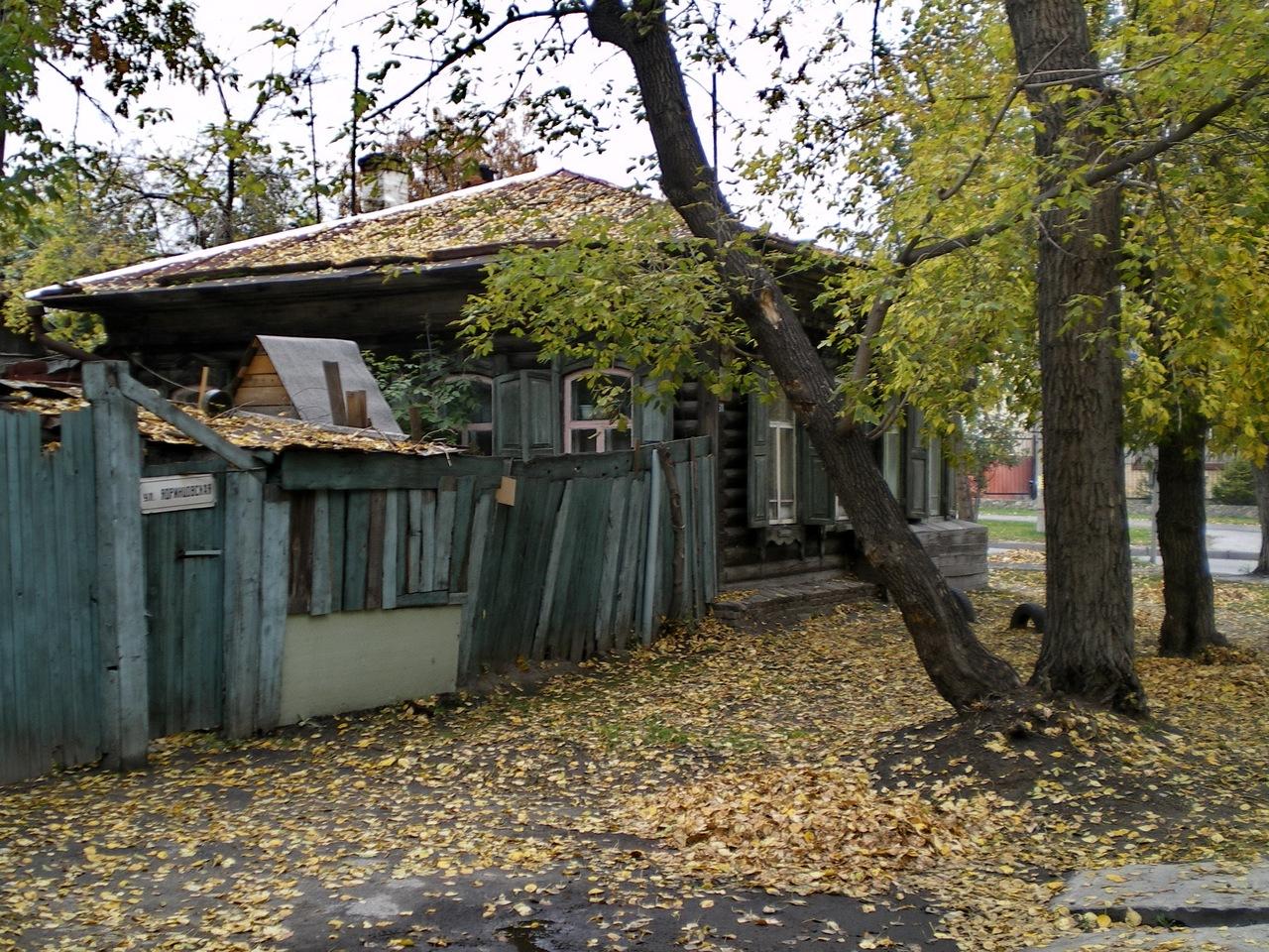 Дом Янки Дягилевой по адресу ул. Ядринцевская, 61, Новосибирск. Фото Николая Мельника.