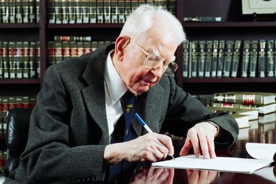 Рональд Коуз — английский экономист, один из родоначальников нового институционализма