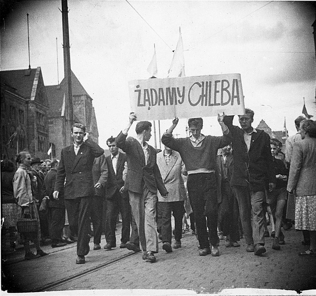 Митинг, сопровождавший забастовку в Познани. 1956 год