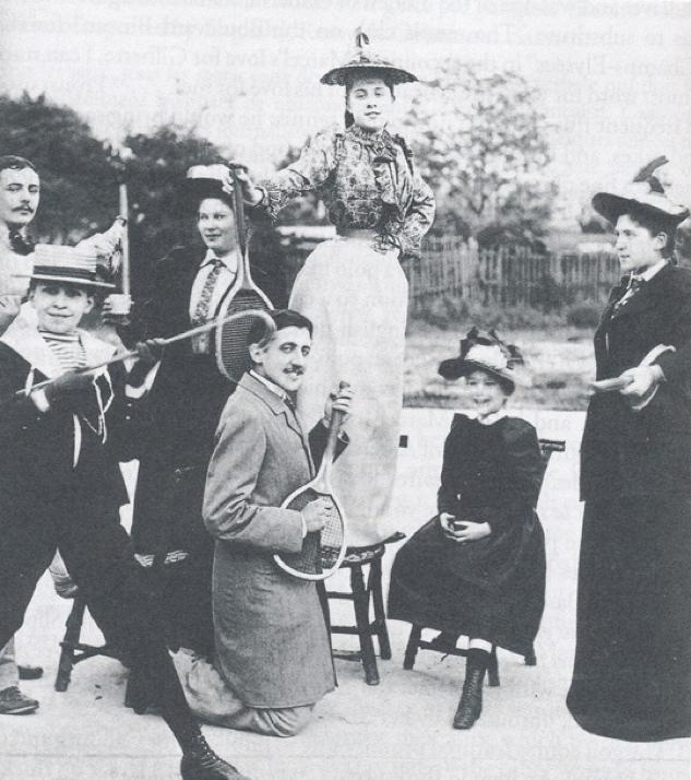 20-летний Пруст позирует с теннисной ракеткой (игра на первой в мире воздушной гитаре?) 1891