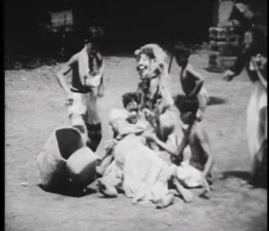 [04:07] Это сцена родов, где беременная женщина, которую играет мужчина, рожает ребенка. Ведьмы подкрадываются и хватают
