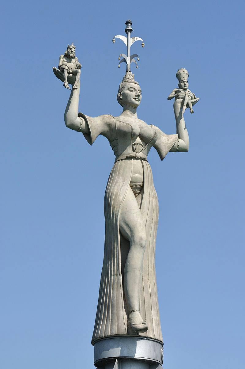 Куртизанка Империя, скульптура П. Ленка (Констанц)