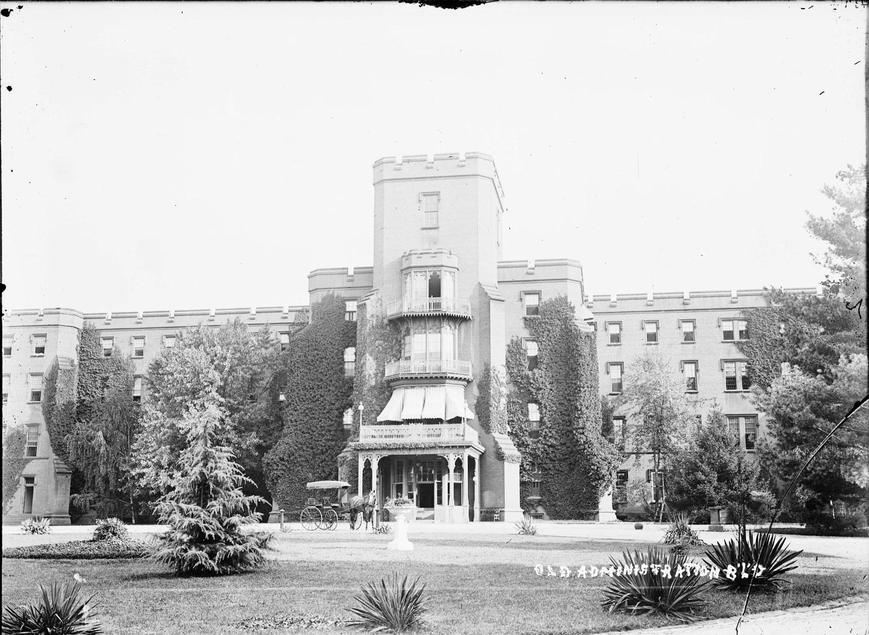 Больница св. Елизаветы. Главный корпус.