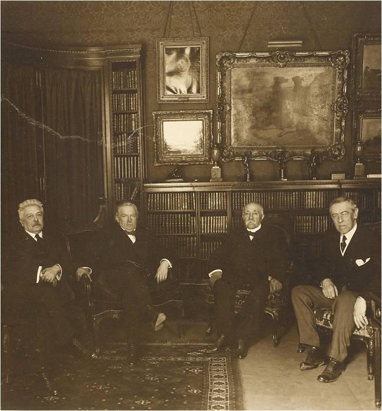 """Деталь фотографии """"Большой четвёрки"""" на Версальской мирной конференции 1919 года. Слева направо: Витторио Орландо (Италия"""