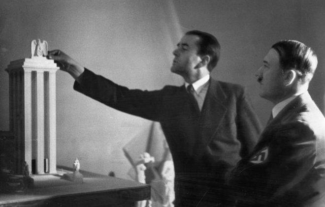 Шпеер и Гитлер обсуждают проект столицы мира Германия