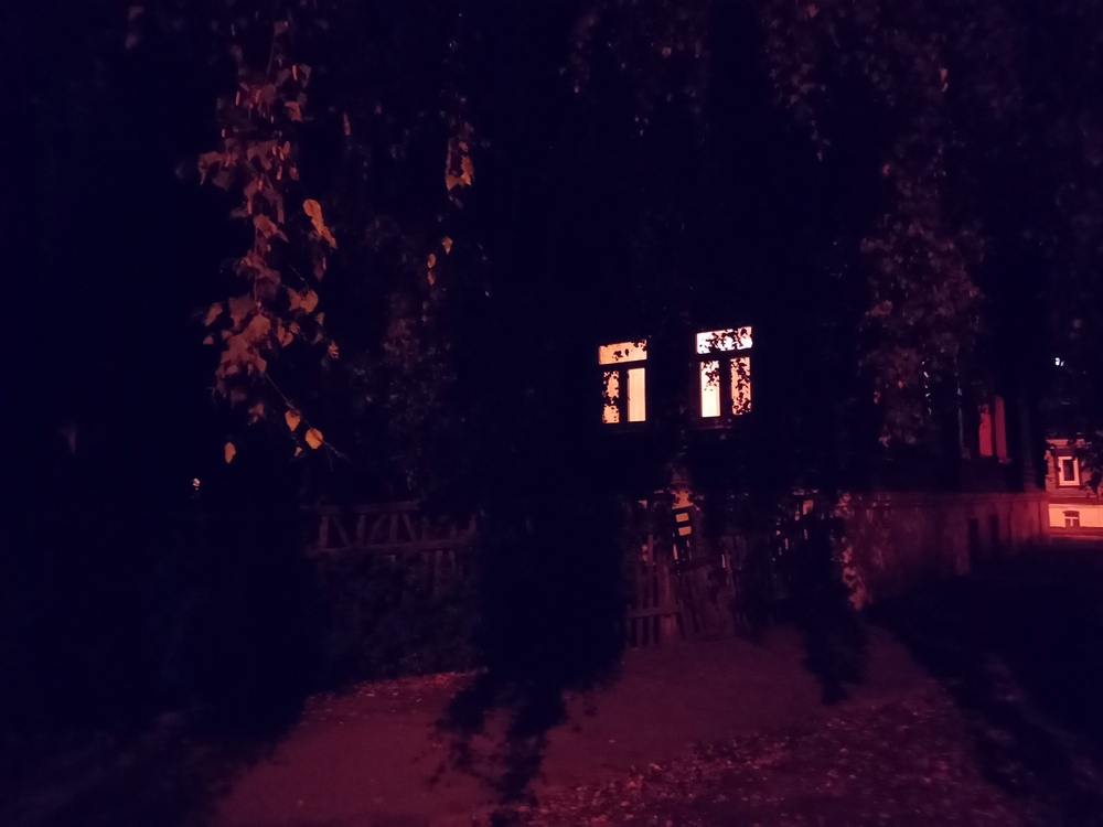 Ночная Кострома глядит на тебя